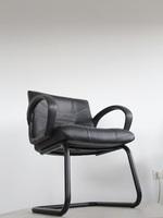 черни офис столове с елегантен дизайн