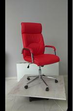 червени офис столове в кожа или дамаска