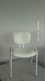 вносни офис столове в бял цвят